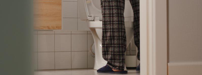 Entenda quando a vontade de urinar à noite é sinal de problema urológico